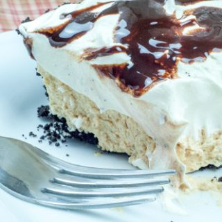 Fluffy Peanut Butter Pie, Chocolate Cookie Crust, Cream Cheese, Cool Whip from Farmwife Feeds #peanutbutter #pie #recipes #comfortfood