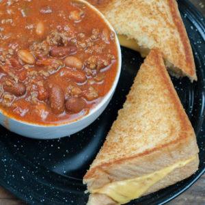 Thick Hearty Bar Chili, ground beef, tomatoes, spices, 2 kinds of beans from Farmwife Feeds #chili #recipe #groundbeef