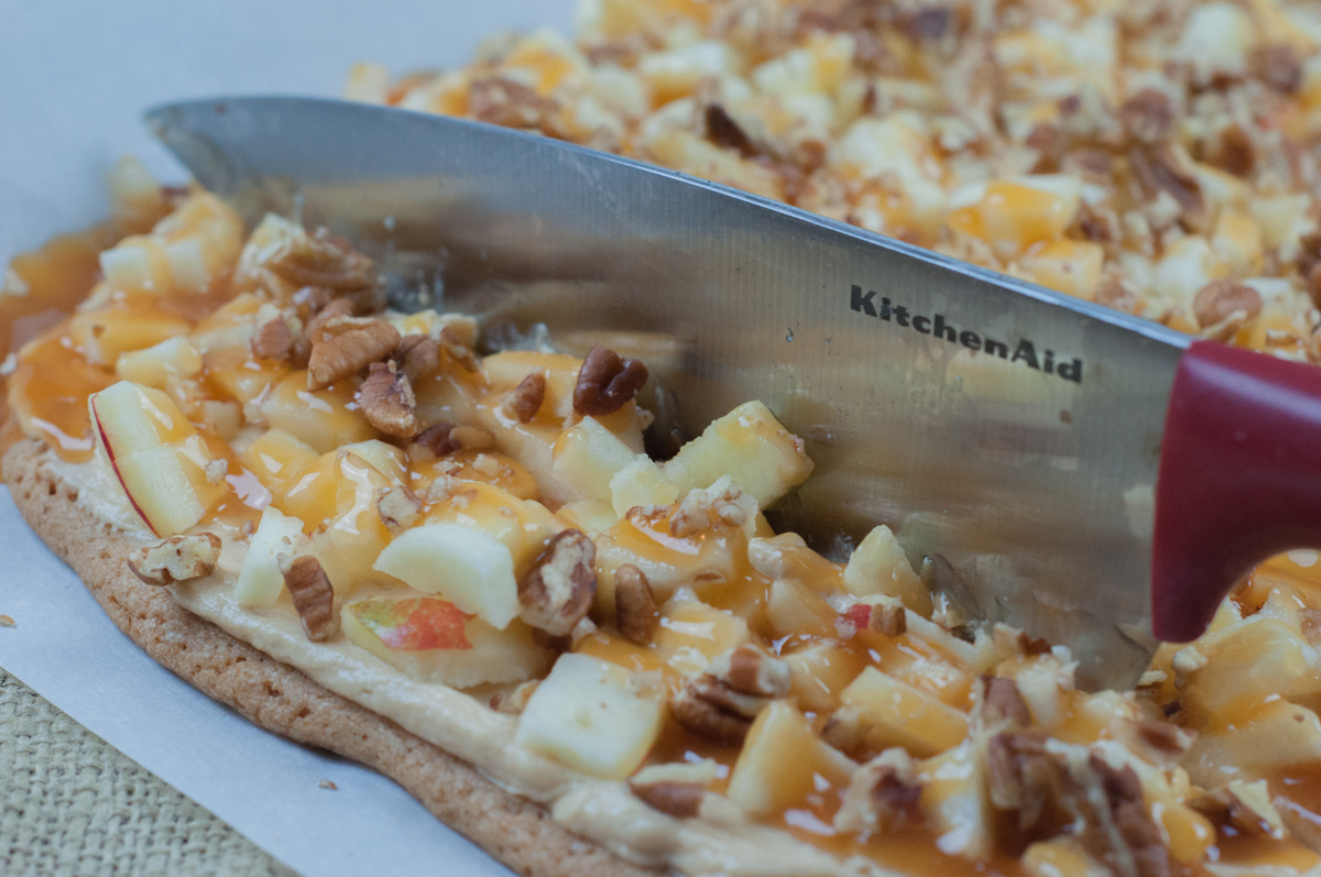 Sweet Apple Dessert Pizza is a great treat for a crowd or after school snack from Farmwife Feeds #apples #recipes #pizza