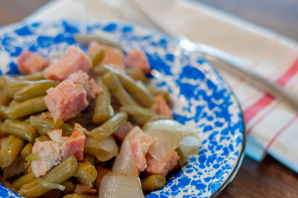 Quick Ham and Green Beans Lunch from Farmwife Feeds is a super simple good for you one pot meal that's heat and eat! #ham #greenbeans #onepot #glutenfree