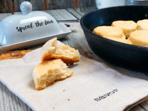 Homemade 2 Ingredient Buttermilk Biscuits from Farmwife Feeds are a quick easy way to whip biscuits up for breakfast, lunch or supper. #biscuits #buttermilk #recipe