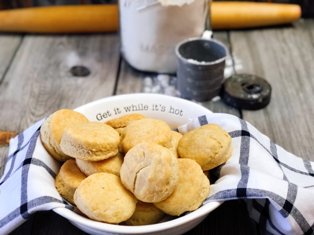 Farmhouse Lard Buttermilk Biscuits from Farmwife Feeds are an easy homemade biscuit just like Great Grandma made. #biscuits #buttermilk #homemade