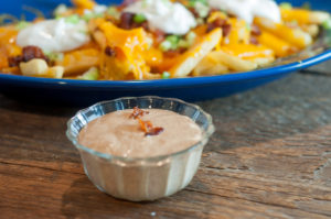 Spicy Ranch Fry Sauce from Farmwife Feeds is made with a few simple ingredients that even picky eaters will love. #sauce #ranch #frenchfries
