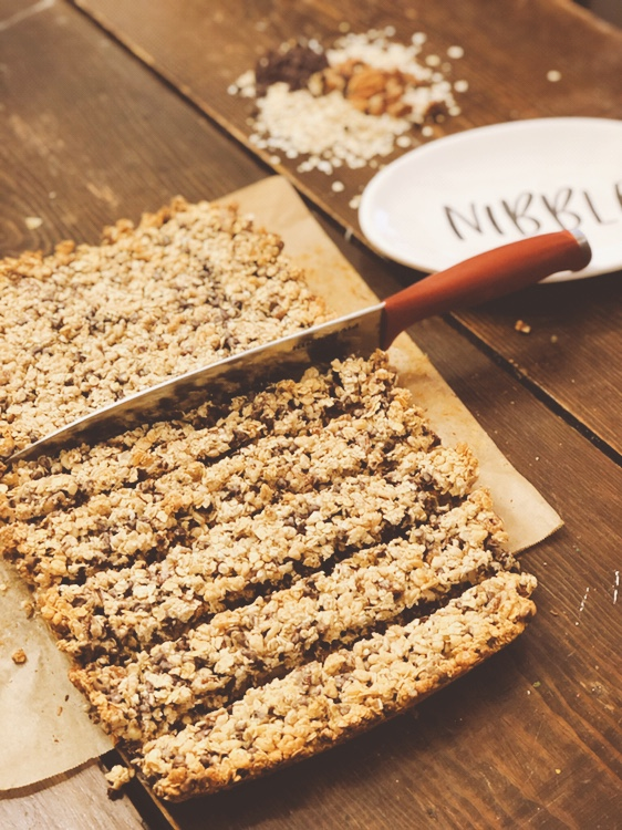 Sweetened Baked Granola Bars from Farmwife Feeds uses sweetened condensed milk hold these easy to make granola bars delicious. #granolabars #recipe #oats #snack