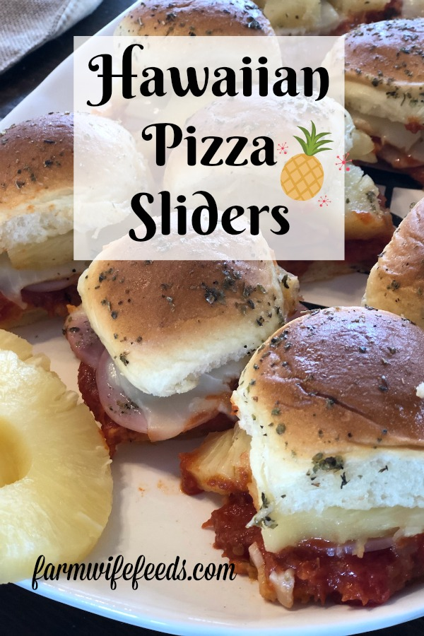 Hawaiian Pizza Sliders from Farmwife Feeds are any easy sandwich full of classic Hawaiian pizza flavor. #hawaiianpizza #sliders #appetizer