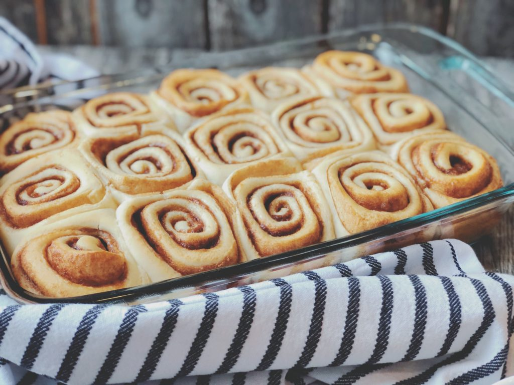 Cake Mix Cinnamon Rolls from Farmwife Feeds, a homemade cinnamon roll using a cake box mix that is fluffy and delicious! #cinnamonroll #cakemix