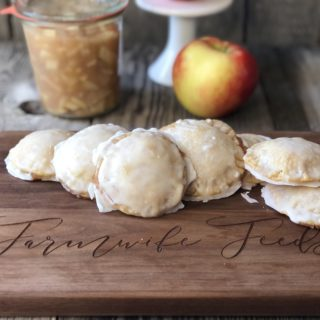 Apple Hand Pies from Farmwife Feeds are the perfect hand-held treats for any occasion that everyone will love. #applepie #apples #handpies