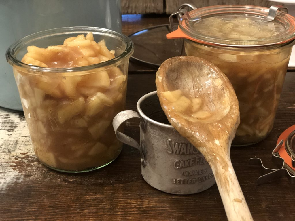 Apple Pie Filling and Topping from Farmwife Feeds is a quick delicious way to freeze apple pie filling ready for anytime the craving hits. #applepie #apple #freezerprep