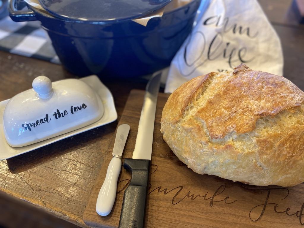 4 Ingredient No Knead Bread from Farmwife Feeds is hands down the easiest, rustic, artisan homemade bread your family will love.