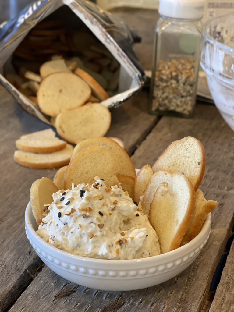 3 Ingredient Everything Bagel Dip from Farmwife Feeds is 3 ingredients and 3 minutes to a delicious snack or to share with company. #everythingbagel #dip #easyrecipe